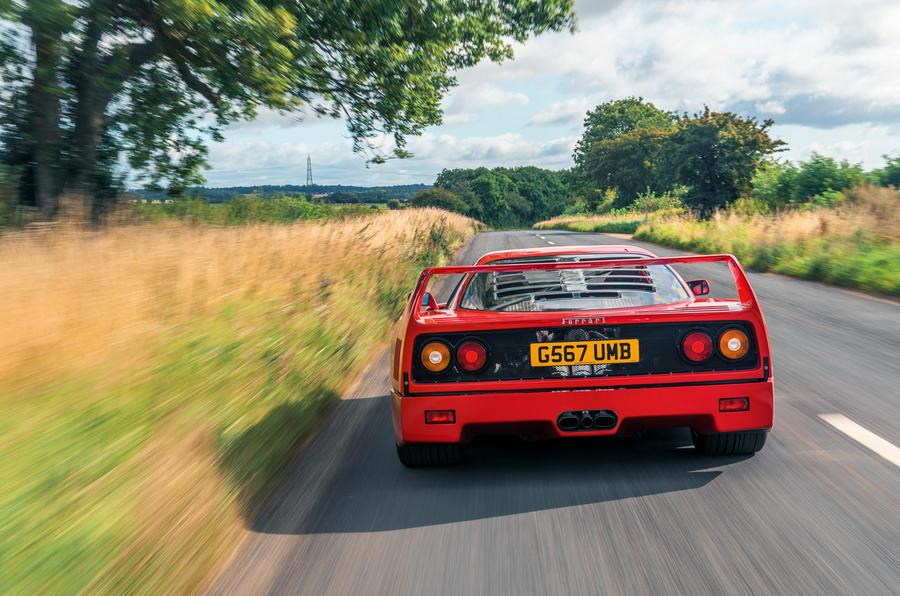 Ferrari F40 - tracking rear