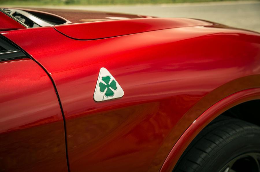Alfa Romeo Stelvio Quadrifoglio 2020 : premier bilan de la conduite au Royaume-Uni - feuille de trèfle