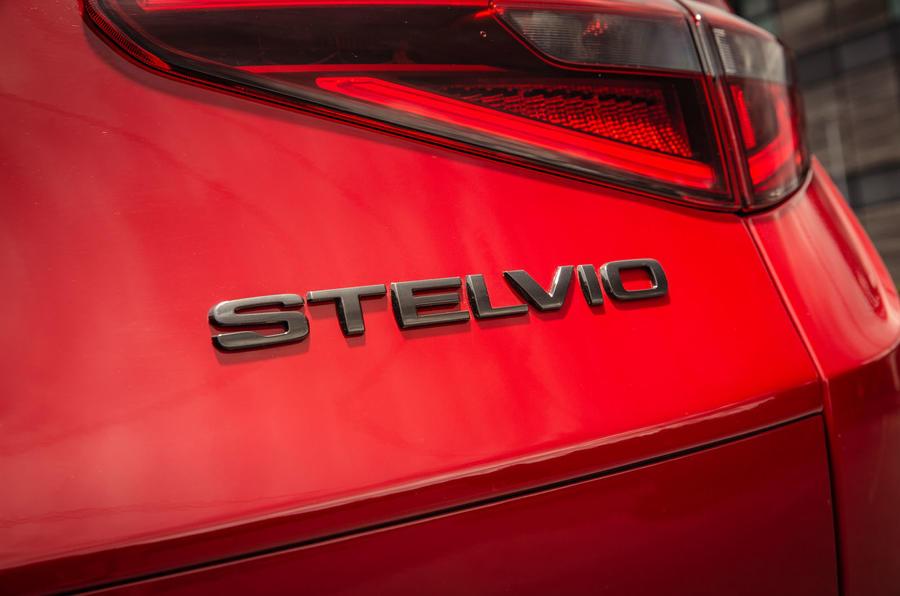 Alfa Romeo Stelvio Sprint 2020 : premier bilan de conduite au Royaume-Uni - badge arrière