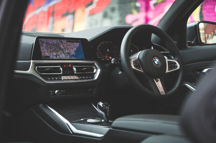 BMW 3 Series 330i 2019 UK review - cabin