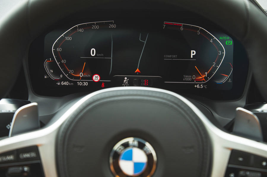 BMW 3 Series 330i 2019 UK review - instruments