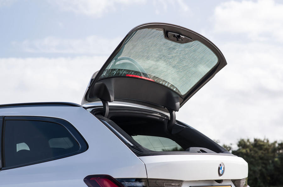 BMW 3 Series Touring 330d 2019 UK first drive review - split tailgate