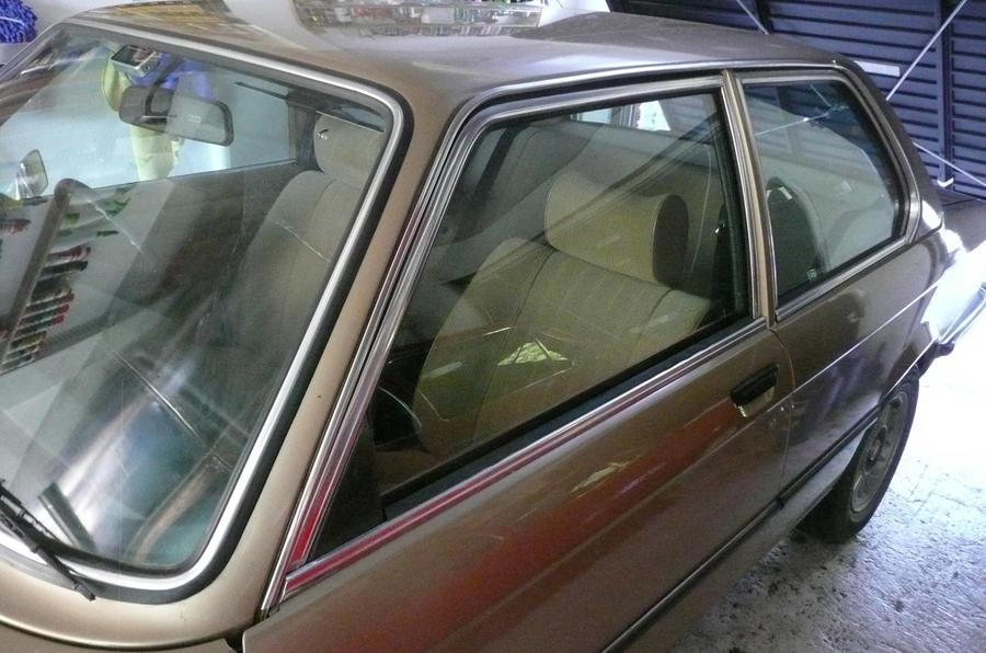 BMW 320 - window