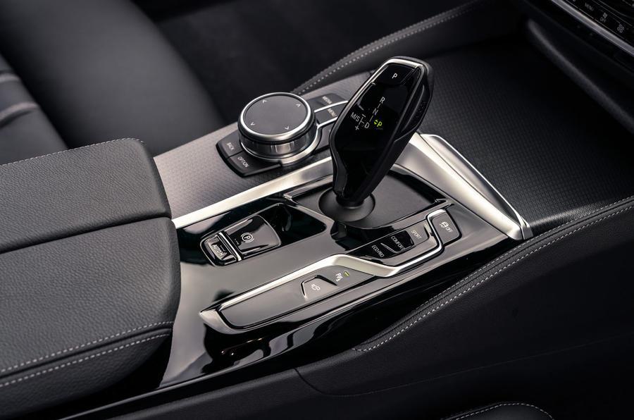 7 BMW Série 5 Touring 530d 2021 UE FD console centrale