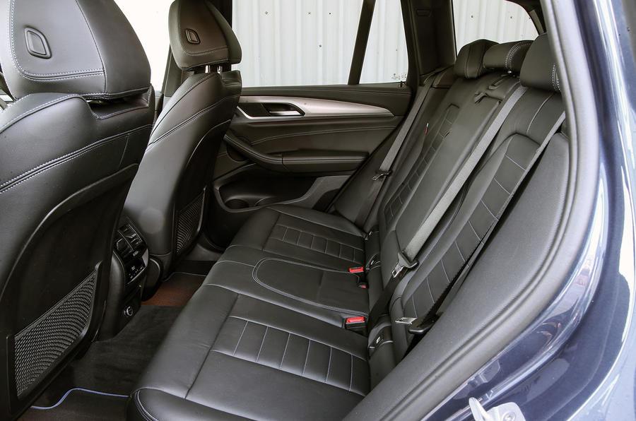 BMW X3 xDrive30e 2020 : premier bilan de conduite au Royaume-Uni - sièges arrière