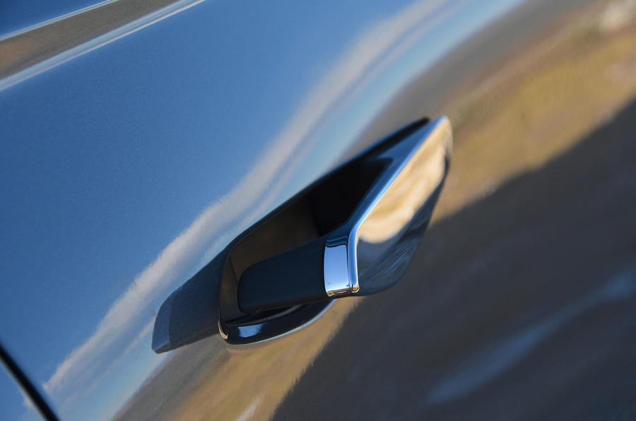 DS 3 Crossback 2019 first drive review - door handles
