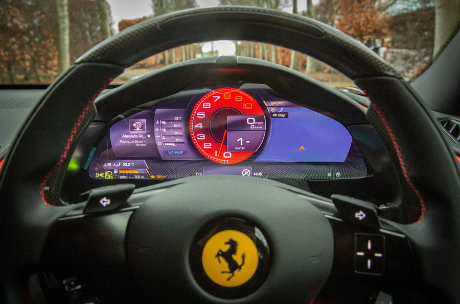 Ferrari Roma 2021 : premier examen de la conduite au Royaume-Uni - instruments