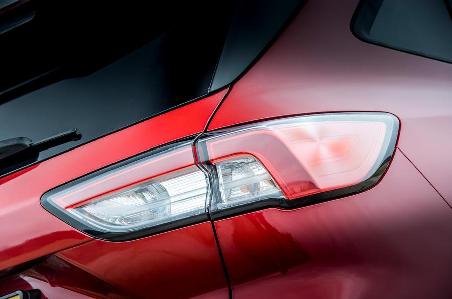 7 Ford Kuga FHEV 2021 UE FD feux arrière