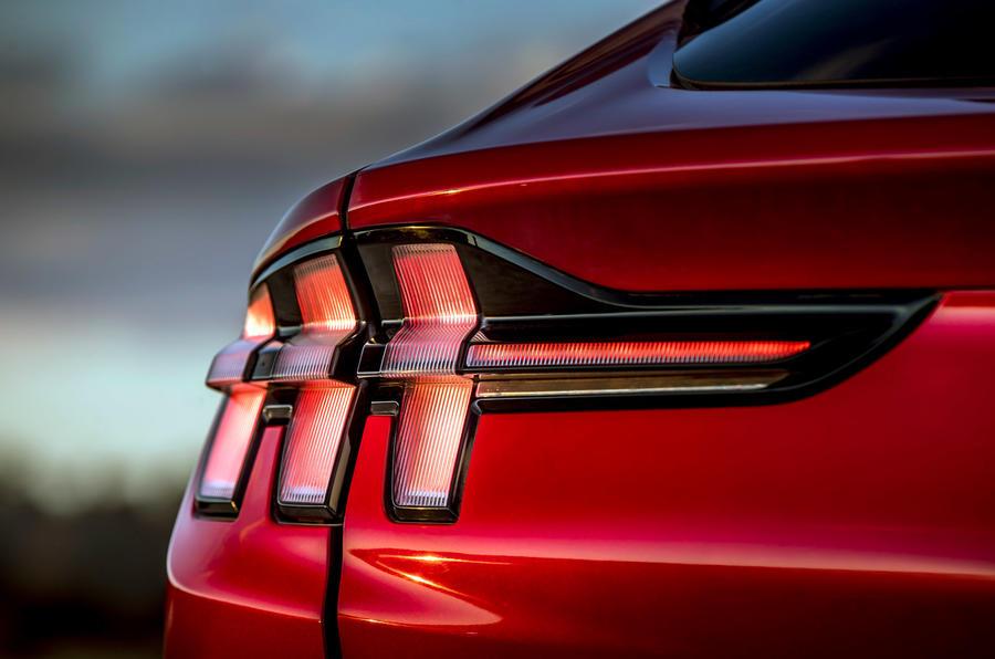 7 Ford Mustang Mach E 2021 : premier essai au Royaume-Uni - feux arrière