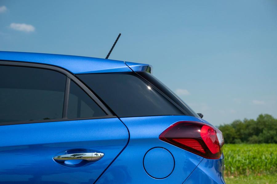 Hyundai i20 2018 review C pillar