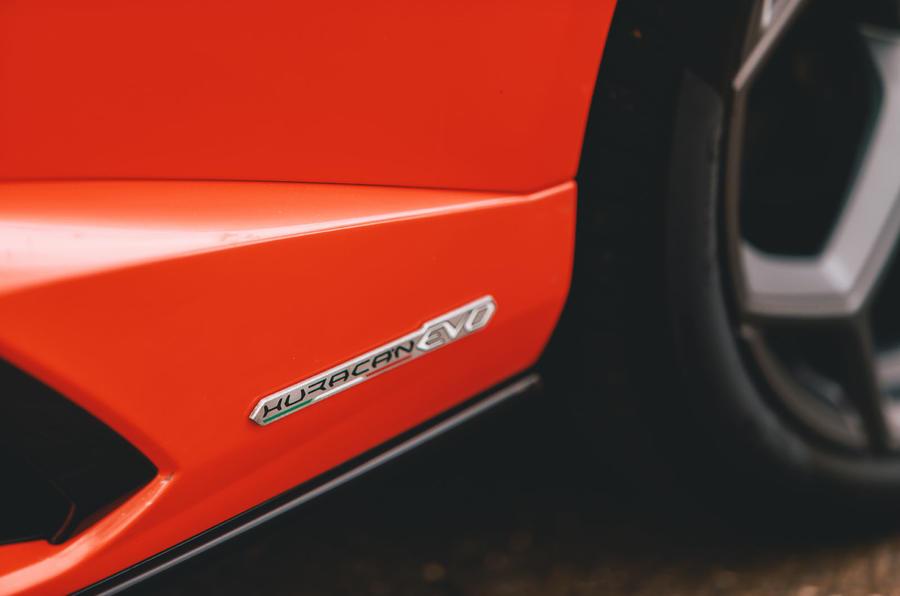 Lamborghini Huracán Spyder 2020 UK first drive review - side skirt badge