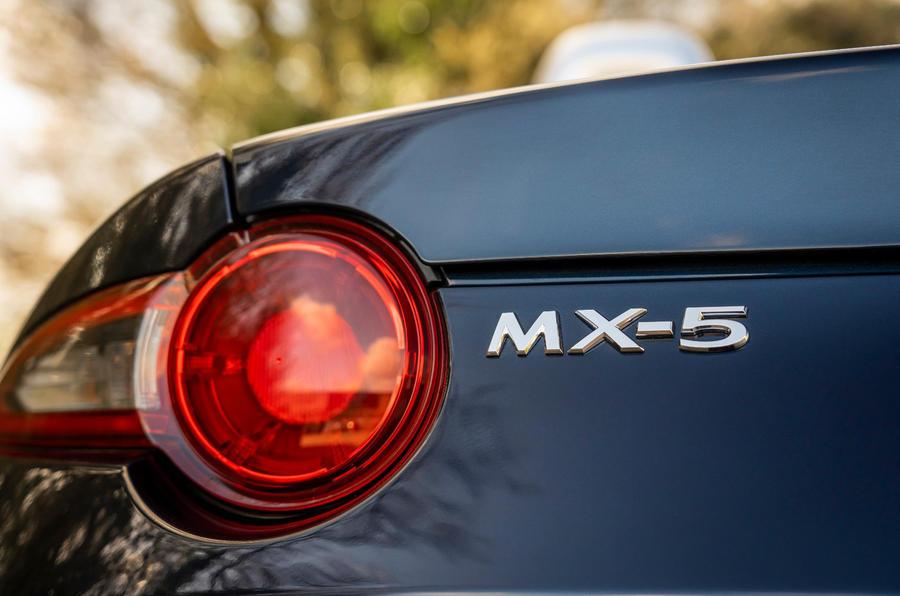 7 Mazda MX 5 Sport Venture 2021 UE FD feux arrière