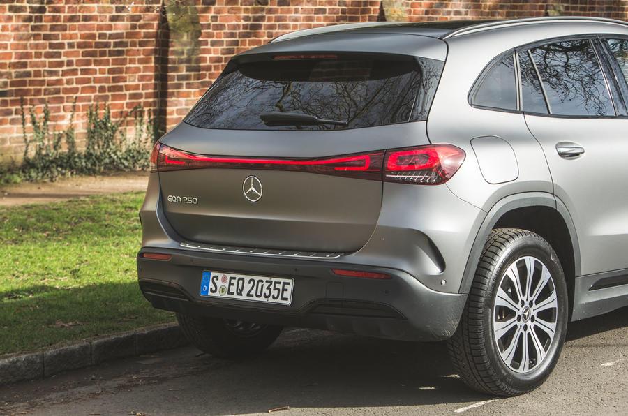 7 Mercedes Benz EQA 2021 : premier examen de l'arrière de la voiture au Royaume-Uni