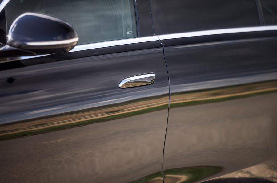 7 Mercedes Classe S S400d 2021 UE FD poignées de porte