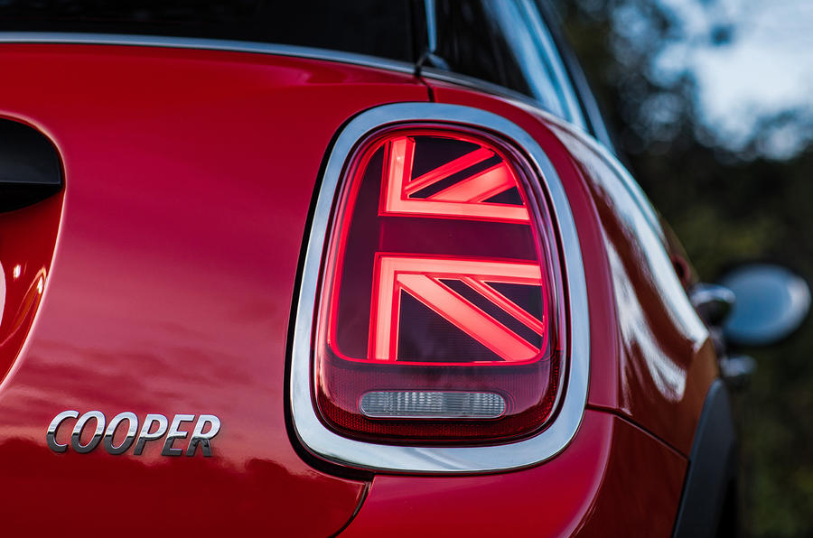 Mini Cooper 5dr 2018 UK review rear lights illuminated
