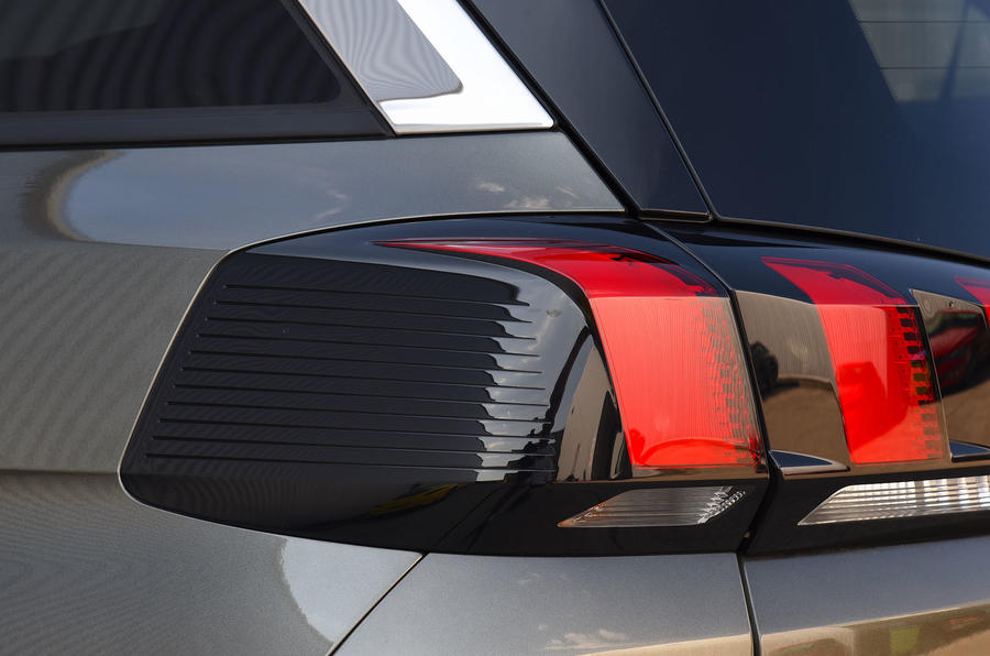 Peugeot 5008 2018 long-term review rear lights