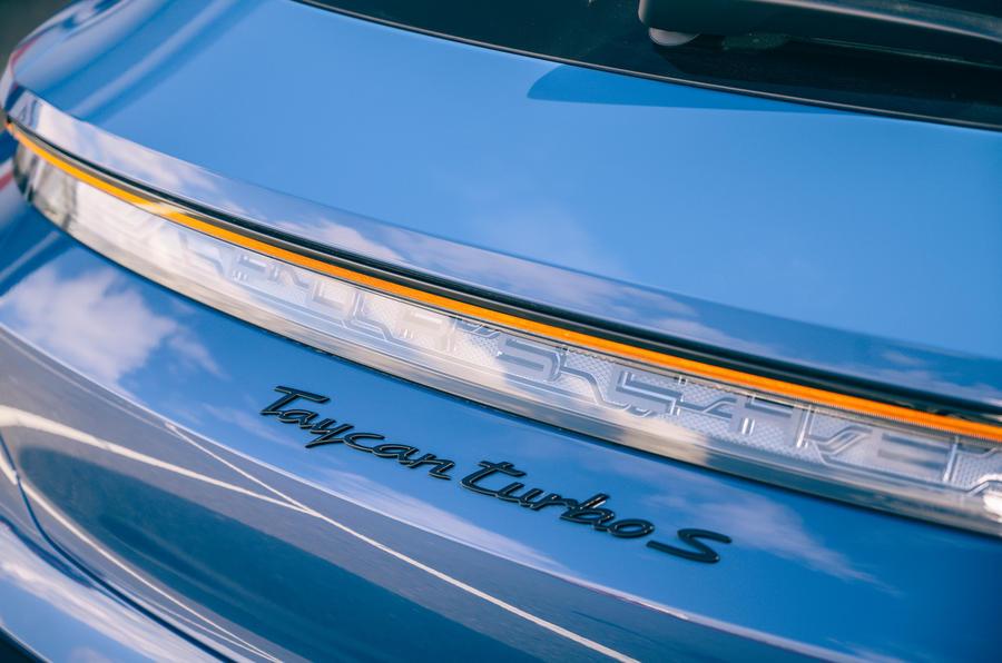 7 Porsche Taycan Cross Turismo 2021 adge arrière LHD