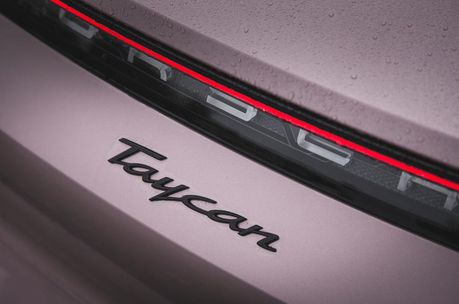 7 Porsche Taycan RWD 2021 : premier badge arrière de l'examen de conduite au Royaume-Uni