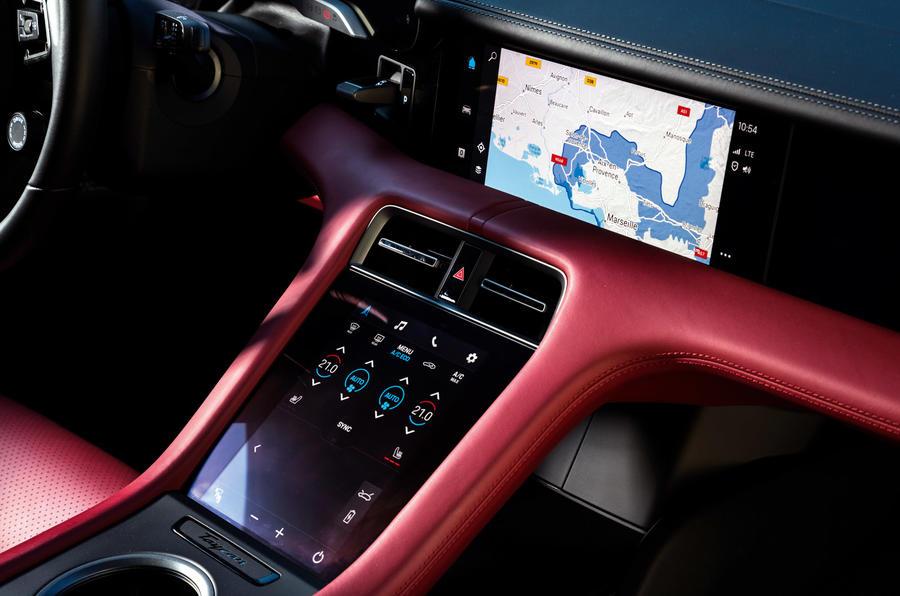 Porsche Taycan Turbo S - touchscreen