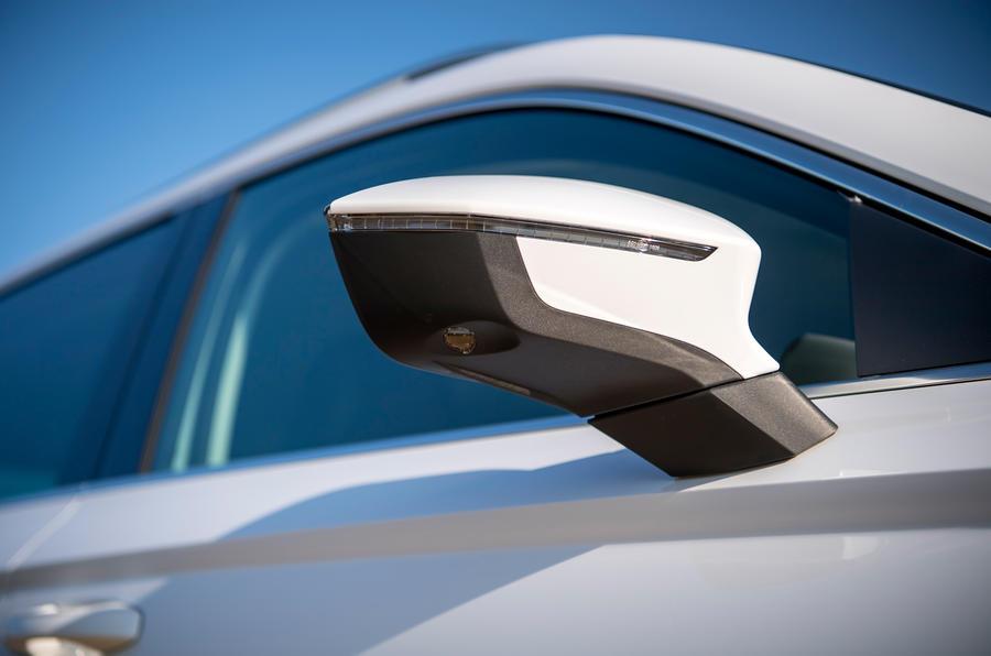 Siège Ateca Xperience 2020 : premier examen de conduite au Royaume-Uni - rétroviseurs latéraux