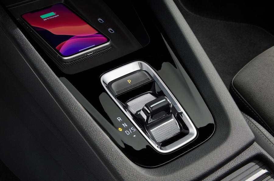 7 Skoda Octavia E Tec hybride 2021 Première console centrale d'examen de conduite au Royaume-Uni