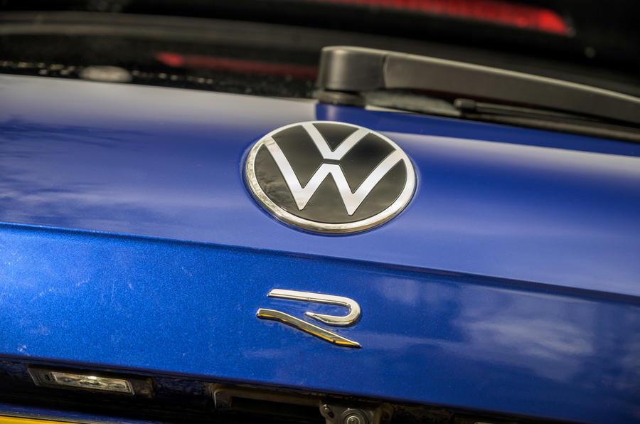 7 Volkswagen Touareg R eHybrid 2021 : premier essai au Royaume-Uni - badge arrière