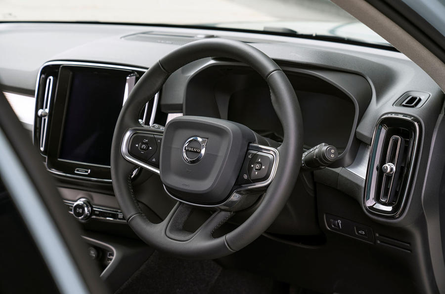 volvo-xc40-2018-uk-fd-steering-wheel