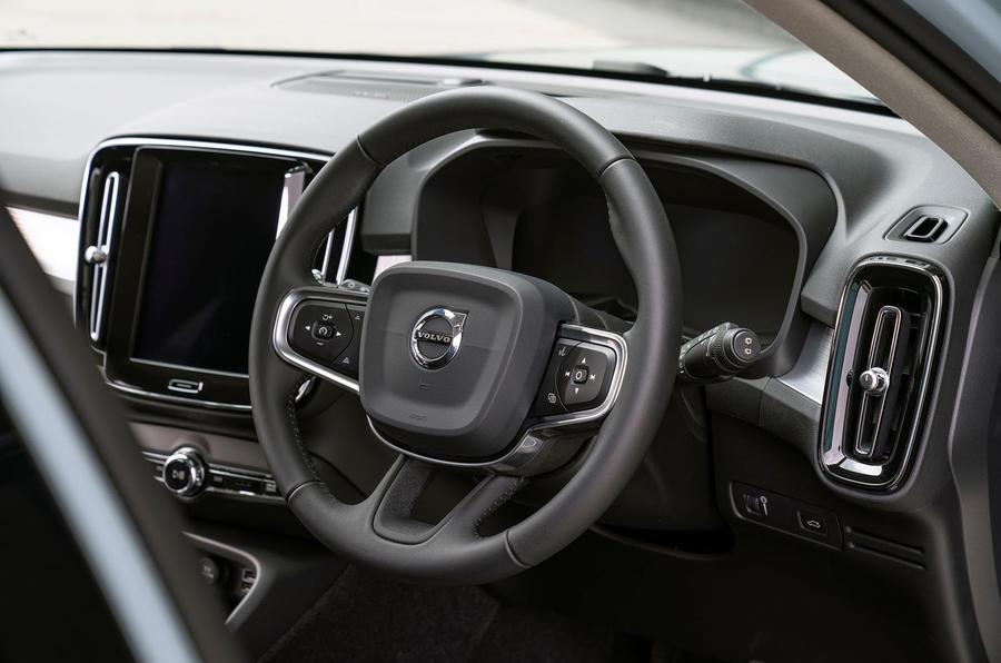 volvo-xc40-2018-uk-fd-steering-wheel