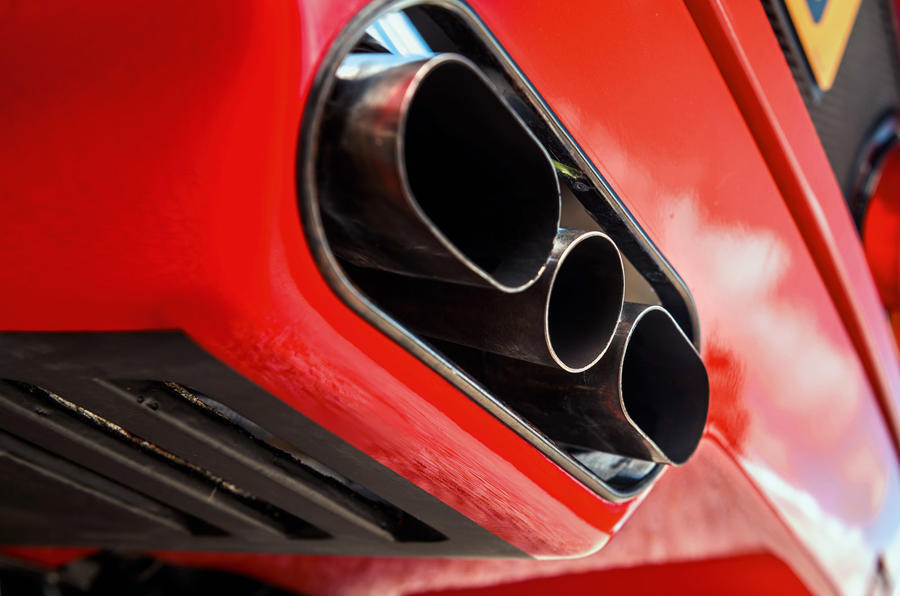 Ferrari F40 - exhaust pipes