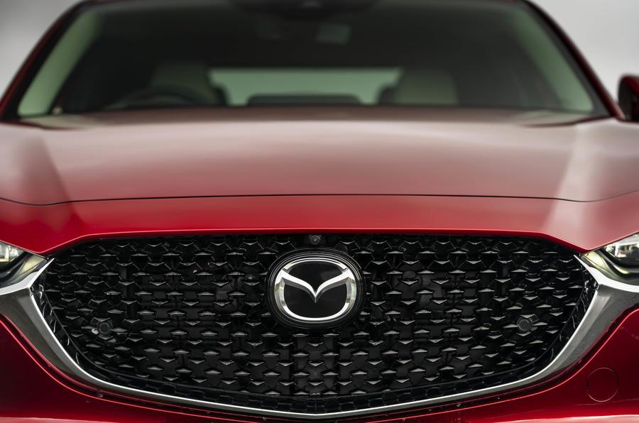 7 Calandre du Mazda CX 30 Skyactiv X