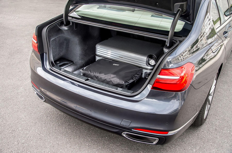 BMW 730d boot space