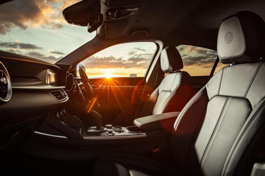 Alfa Romeo Stelvio Sprint 2020 : premier bilan de conduite au Royaume-Uni - cabine