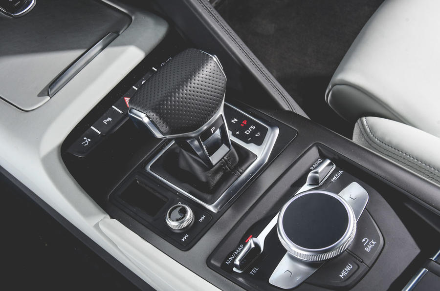 Audi R8 2019 UK first drive review - centre console