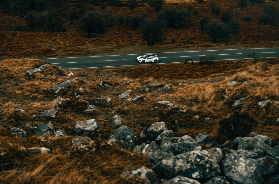 BMW i8 - hero side