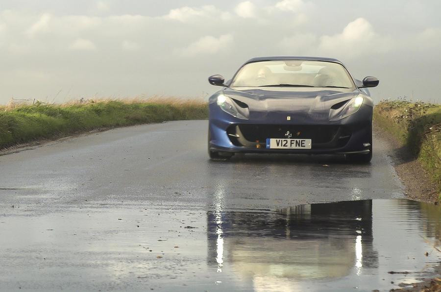 Ferrari 812 GTS 2020 : premier examen de conduite au Royaume-Uni - sur le nez de la route
