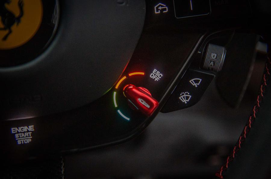 Ferrari Roma 2021 : premier examen de conduite au Royaume-Uni - cadran ESC