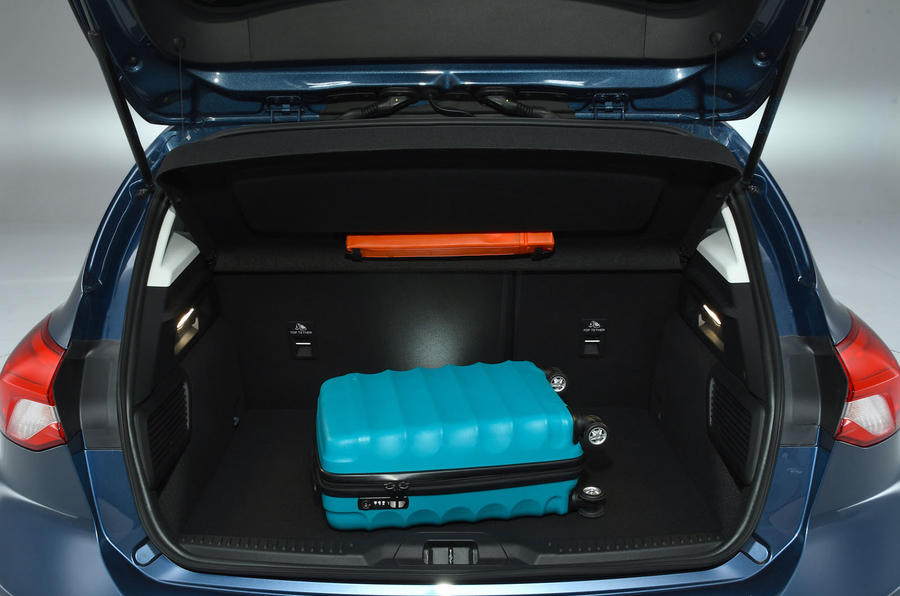 Ford Focus 1.0 Titanium X 2018 UK first drive review boot space