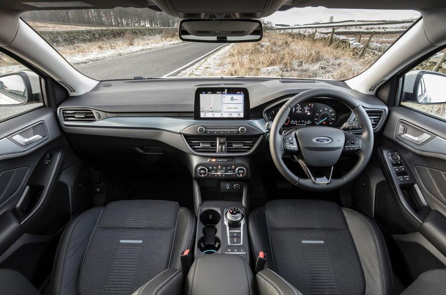 Đánh giá ổ đĩa đầu tiên của Ford Focus Active 2019 - buồng lái