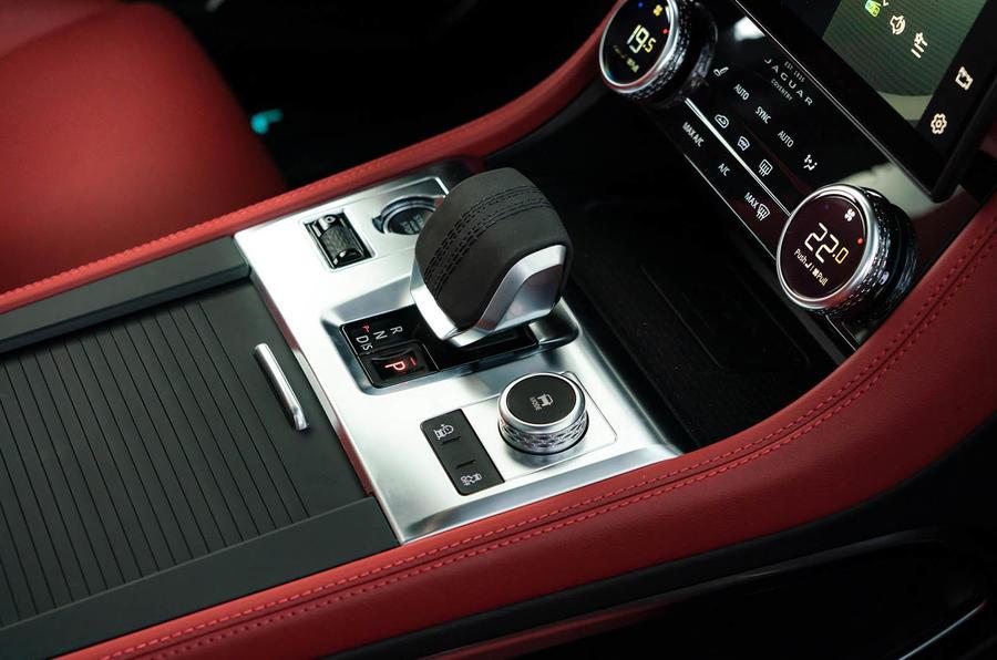 8 Jaguar F Pace 2021 : première console centrale d'examen de conduite au Royaume-Uni