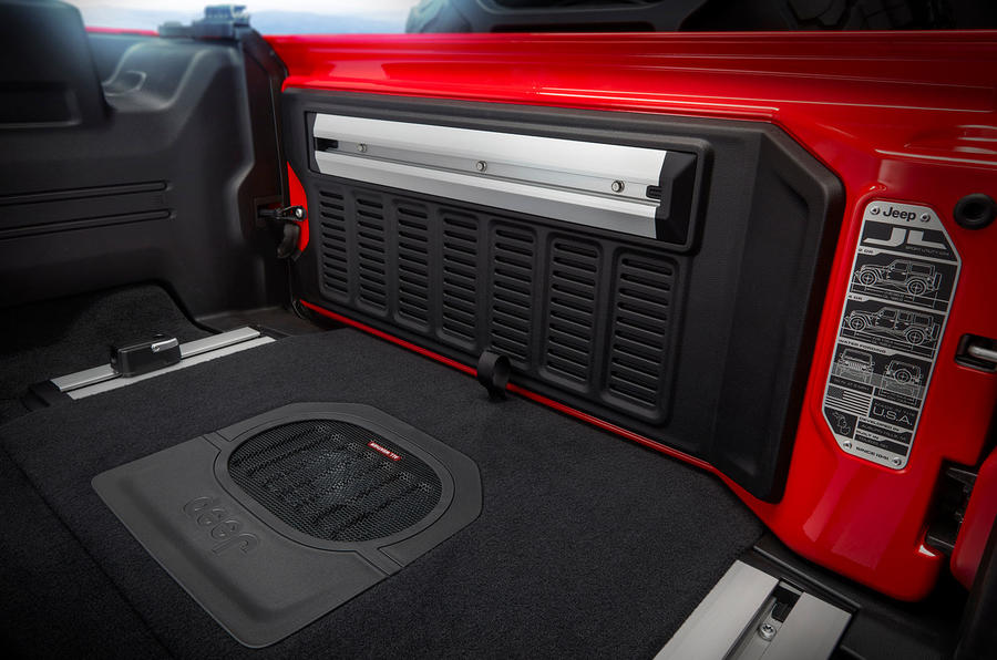 Jeep Wrangler (JL) Unlimited Rubicon 2018 review boot