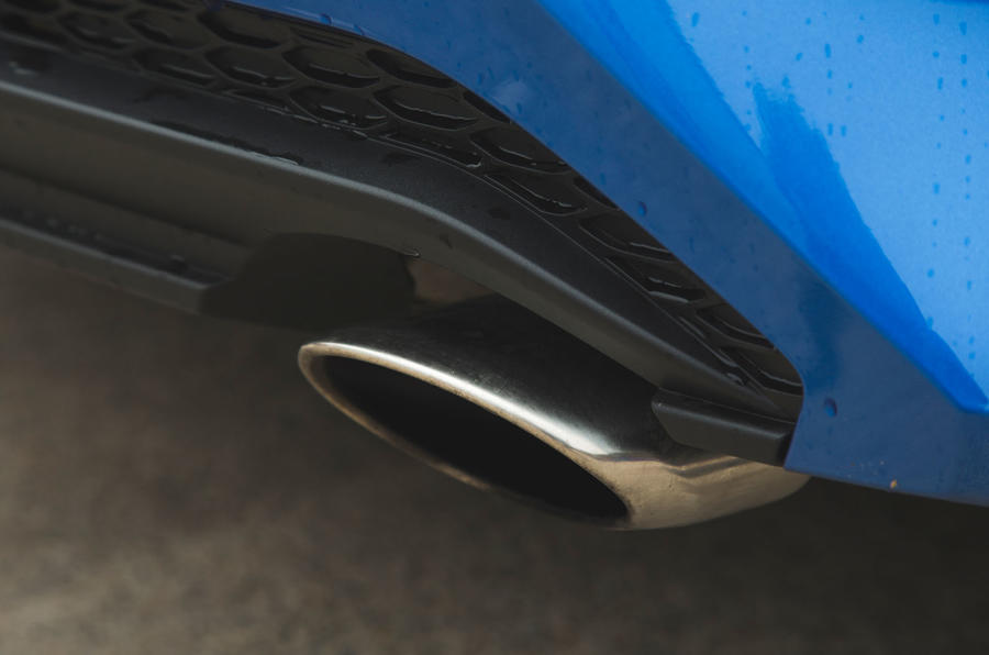 Kia Ceed 2018 đánh giá dài hạn - ống xả