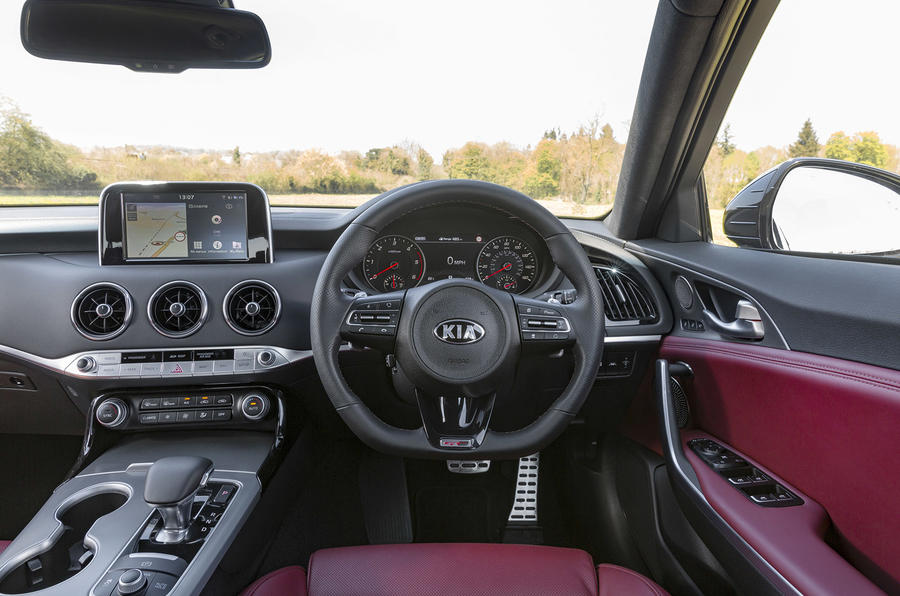 Kia Stinger 2.2 CRDi 2018 UK review steering wheel