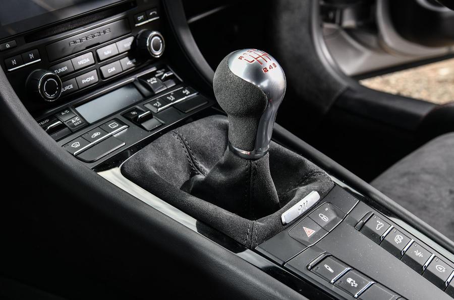 Litchfield Porsche 911 Carrera T 2018 first drive review - gearstick