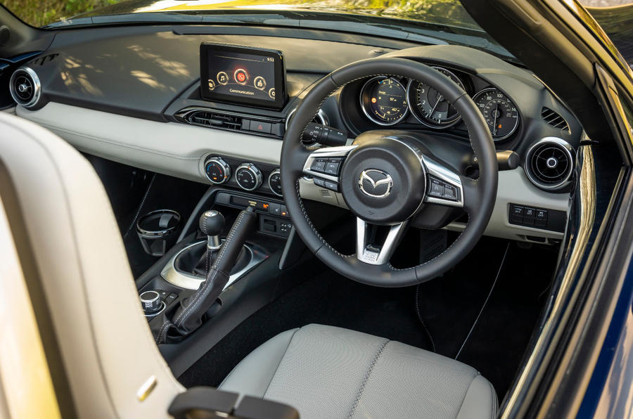 8 Mazda MX 5 Sport Venture 2021 UE FD habitacle