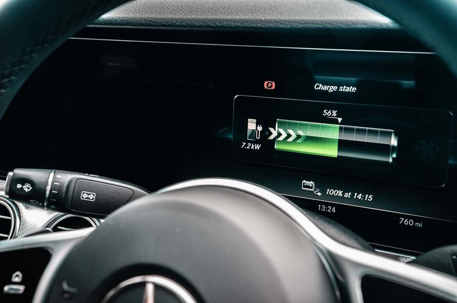 Mercedes-Benz E-Class E300de 2019 UK first drive review - instruments charging