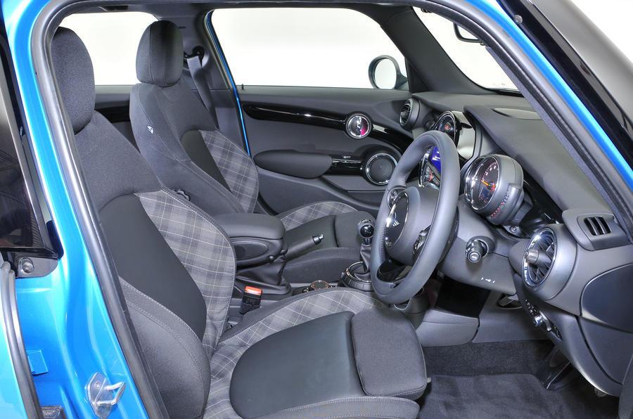 Mini 5dr Cooper - interior
