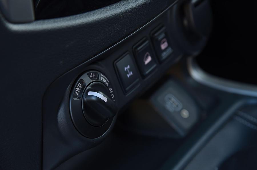Nissan Navara 2020 : premier examen de la conduite au Royaume-Uni - contrôle de la transmission intégrale