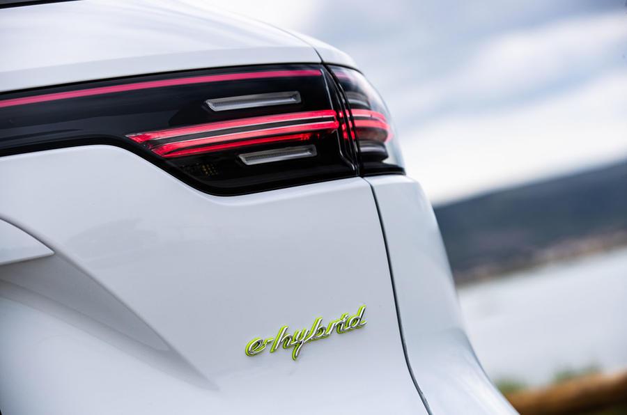 Porsche Cayenne E-Hybrid 2018 review rear lights