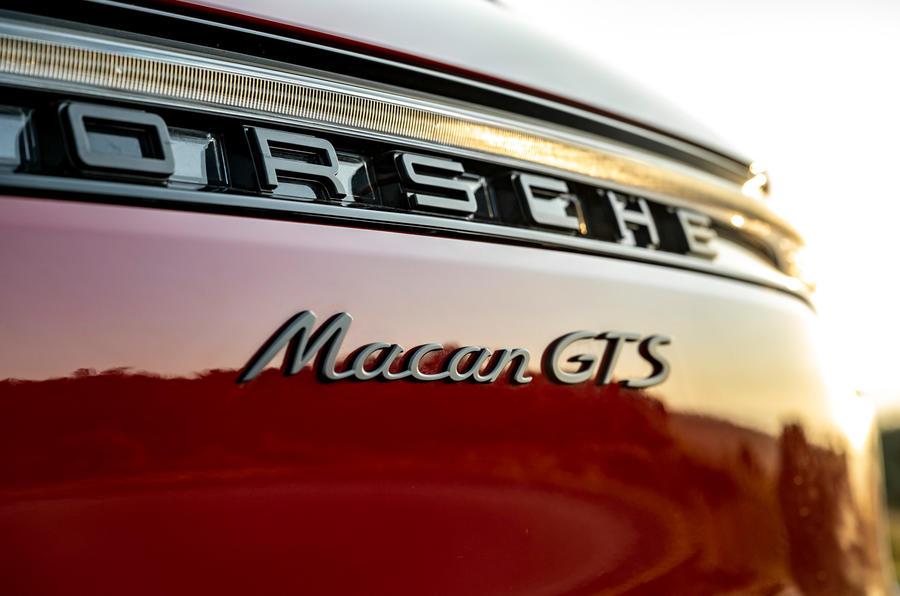 8 Insigne arrière pour le premier essai de la Porsche Macan GTS 2021 UE LHD