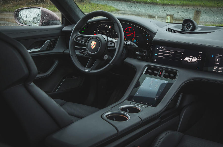 8 Porsche Taycan RWD 2021 : première cabine d'examen de conduite au Royaume-Uni